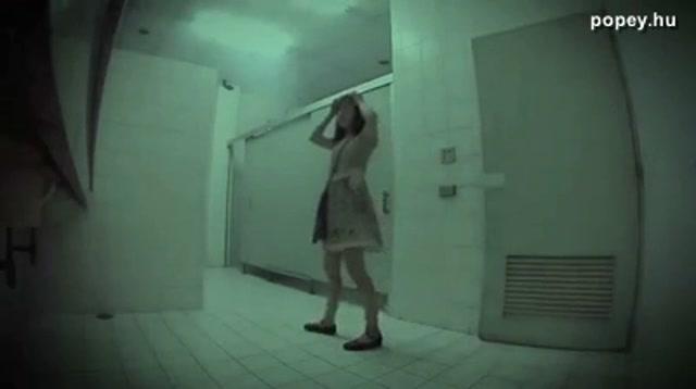 Kísértet a férfi WC-ben