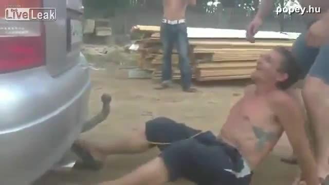 Részeg oroszok fogat húznak