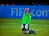 Meccs közben, a pályán vizelt a futballkapus
