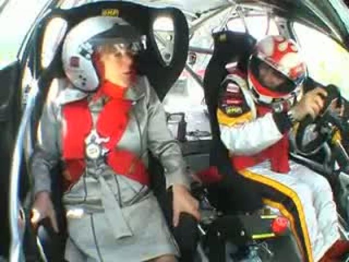 0. Пожилая женщина в гоночной машине. 134.