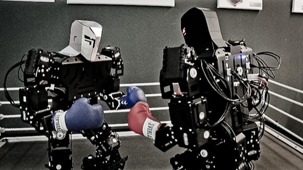 Kalocsais hidrogénautó és robotok harca