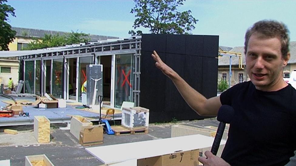 Százmillióból napelemes ház