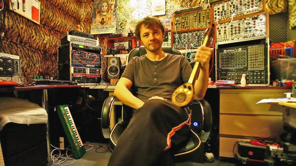 DJ Titusz ana-digitális sufnija