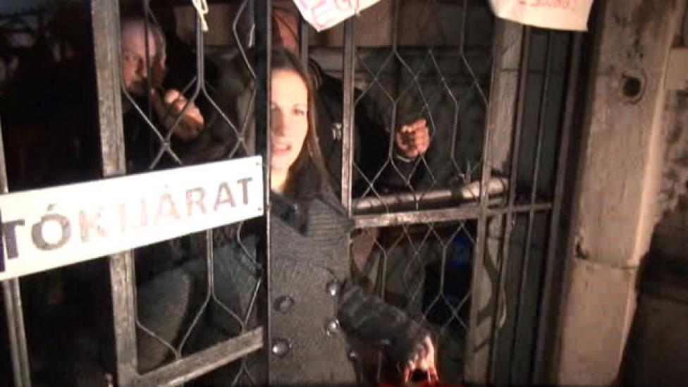 Az Orbán meg szétcsavarozta a kerítést!