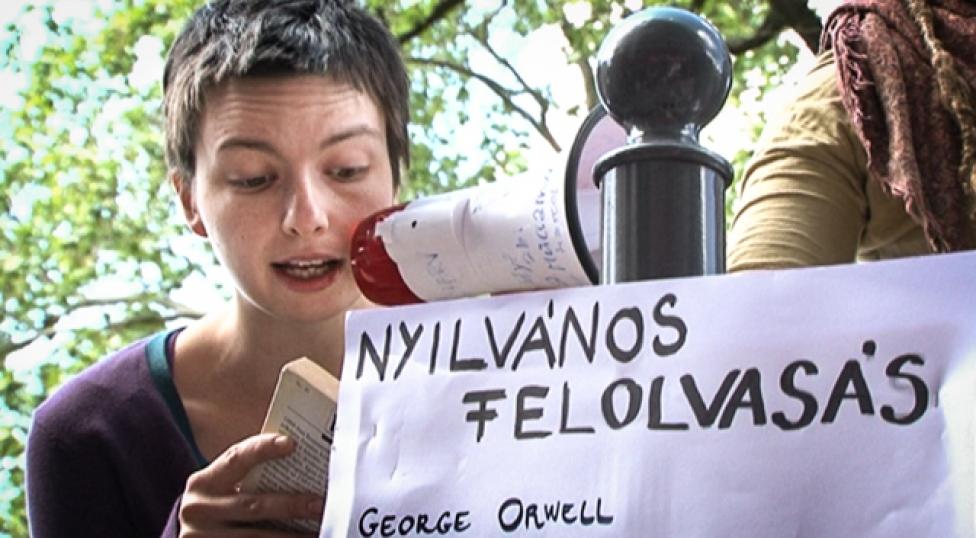 Pintérnek adták Orwell 1984 című könyvét