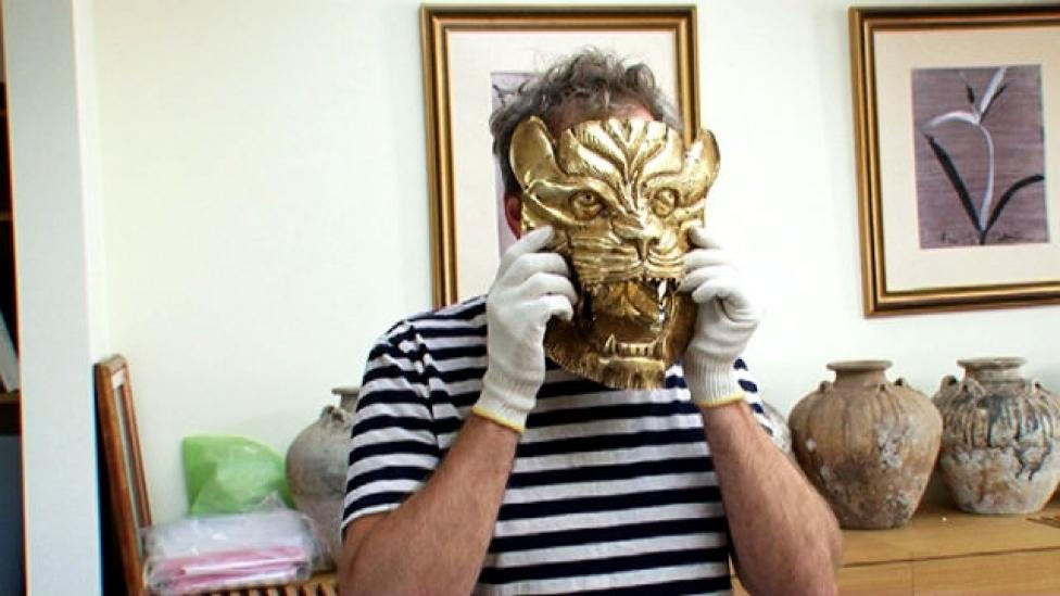 Közelről néztük meg az egymilliárd forintos maszkot
