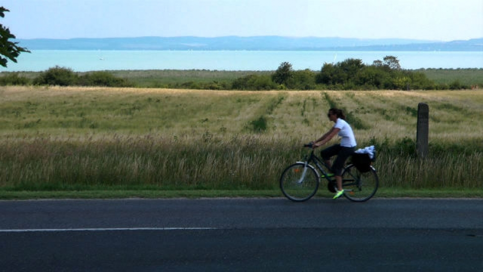 Hárman vagytok: te, az út, meg a bicikli