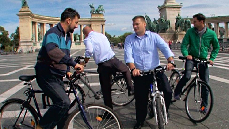 Saját bringájával ismerkedik a parlamenti kerékpáros frakció
