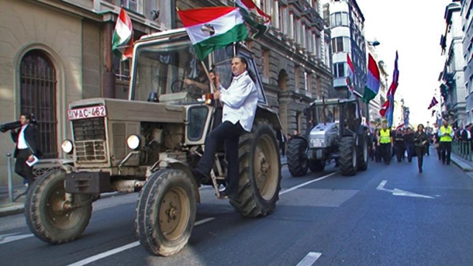 Magyar traktornak kellett volna a Jobbikot vezetnie