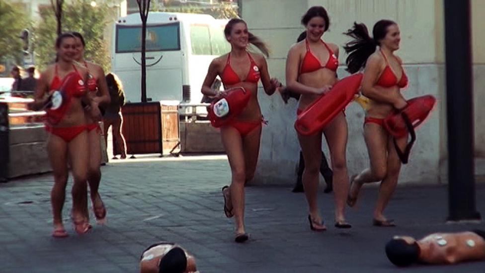 Baywatch-lányok és világrekord a hirtelen szívmegállás ellen
