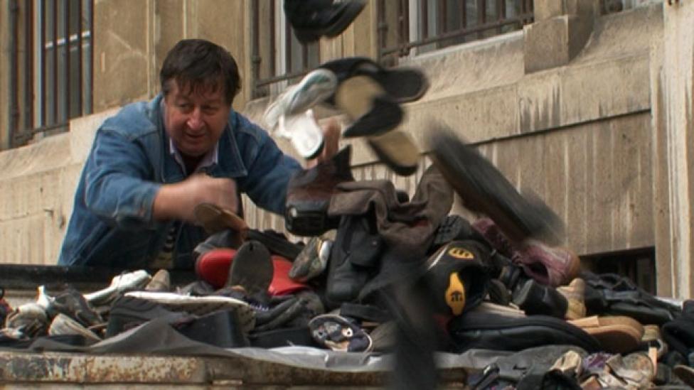 Lyukas cipőkkel a béremelésért