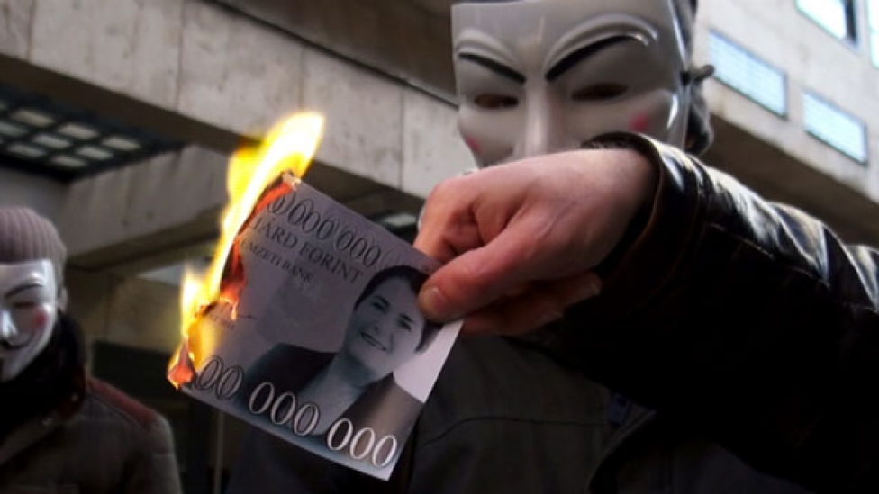 1000 milliárdosok égtek a NAV előtt