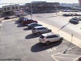 Jön a SUV, dől az épület