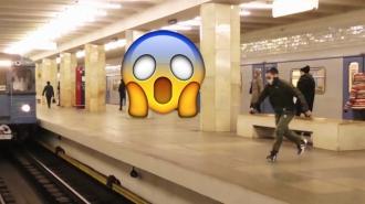 Félelmetes szaltó a metró előtt