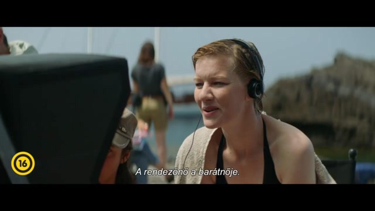 Szexi anyuci fekete harisnyatartóban kefél - xxx videók ingyen