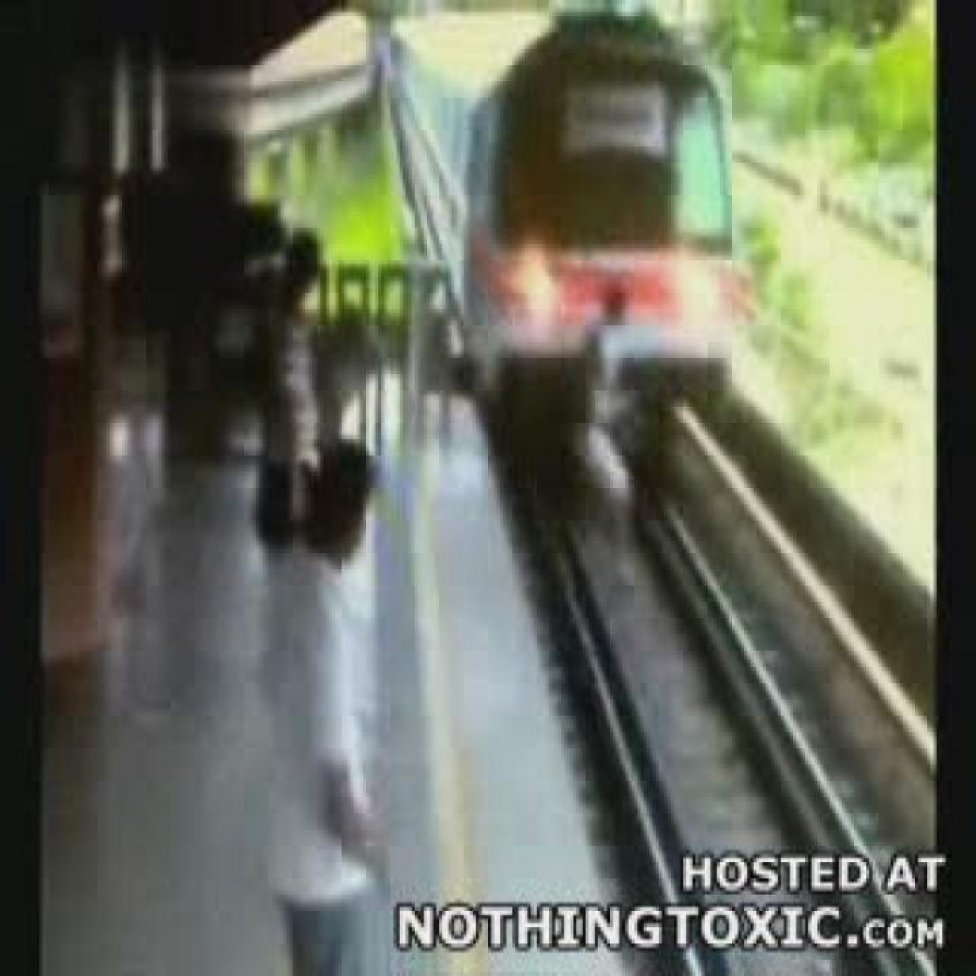 Személyvonat-vezető látása. Nem volt mozdonyvezető, ezért nem indult el több vonat kedden