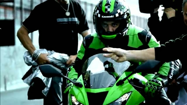 New Kawasaki Ninja ZX-6R (636) 2013 Model (official commercial)- Set your heart racing (High)