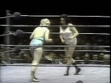 Fabulous Moolah vs Joyce Grable (WWWF 1974.12.16)