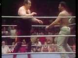 Gorilla Monsoon vs Muhammed Ali (WWWF 1976.06.05)