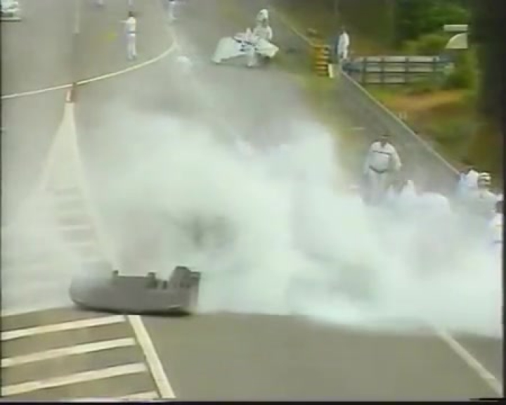 Mark Webber backflip crash le mans 1999