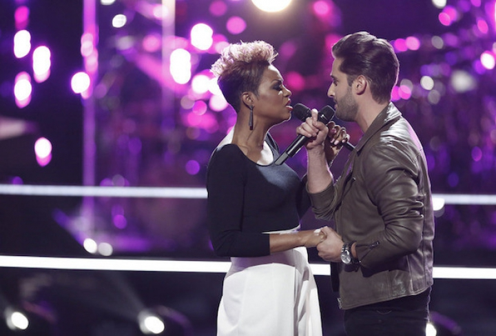 THE VOICE - BATTLE ROUNDS: VIKTOR KIRALY VS CASSANDRA ROBERTSON: NOBODY KNOWS