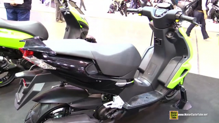 2015 Peugeot Speedfight 4 50 2T LC Scooter - Walkaround - 2014 EICMA Milan Motorcycle Exhibition